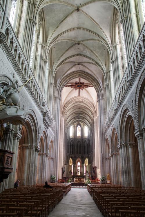 Nef de la cathédrale de Bayeux