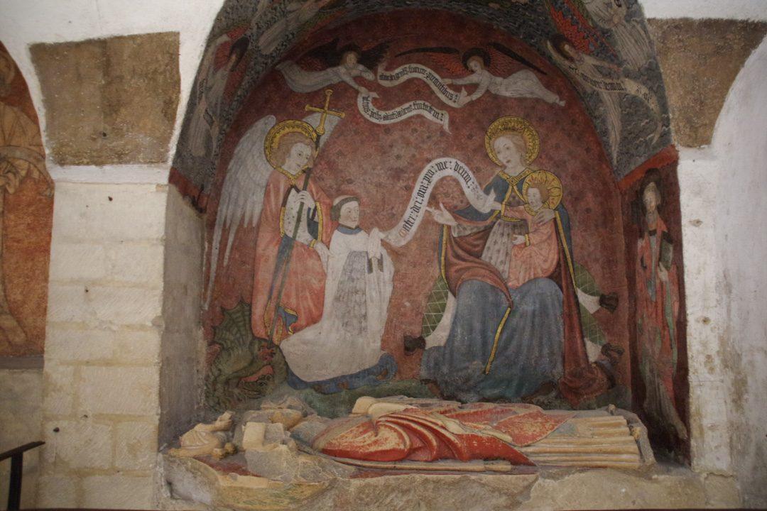 tombeaux dans la crypte de la cathédrale de Bayeux