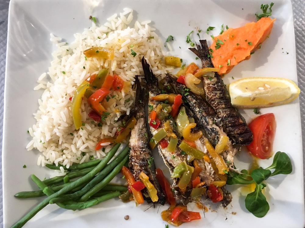 Assiette de poisson au restaurant l'assiette normande - Bayeux