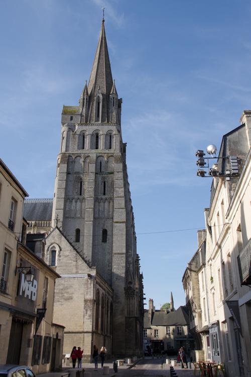 Cathédrale de Bayeux vue depuis la rue du Bienvenue
