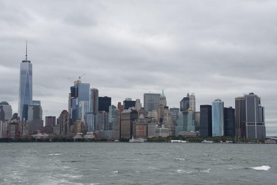 Vue sur la Skyline de Manhattan depuis le bateau pour la statue de la liberté