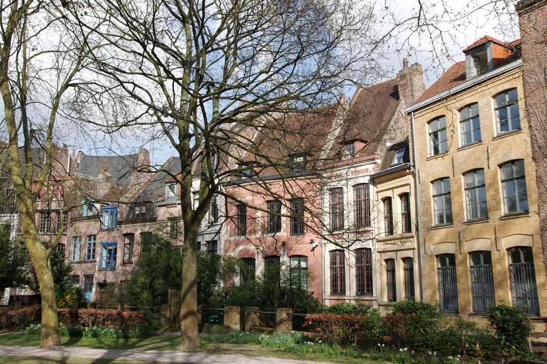 Dans le centre de Lille derrière la cathédrale