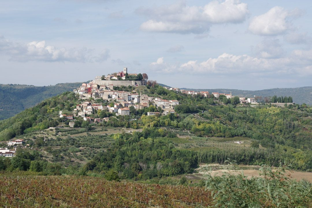 village perché de Motovun en Croatie