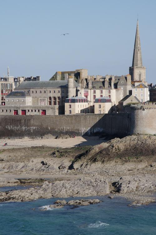 Vue sur Saint Malo depuis l'île du Grand Bé