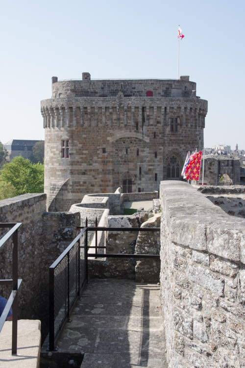 Balade sur les remparts du chateau de Dinan