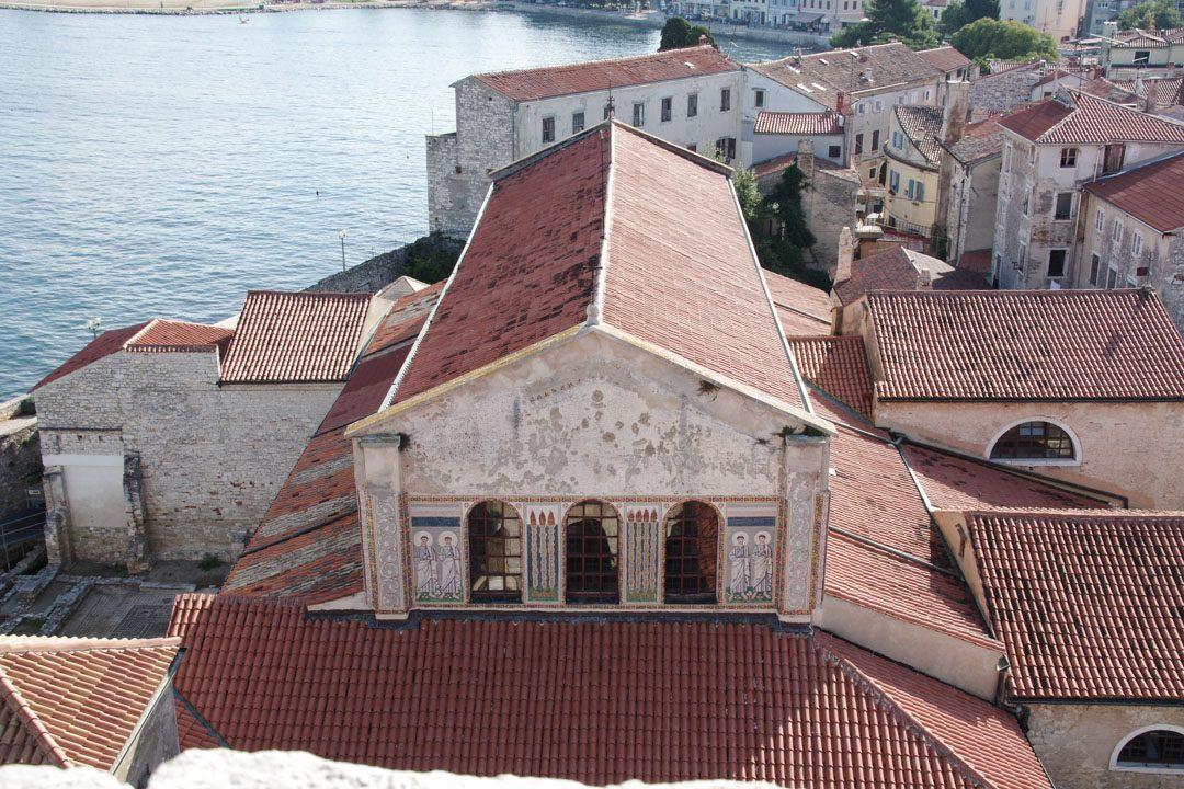 Vue depuis le clocher sur la basilique Euphrasienne à Porec