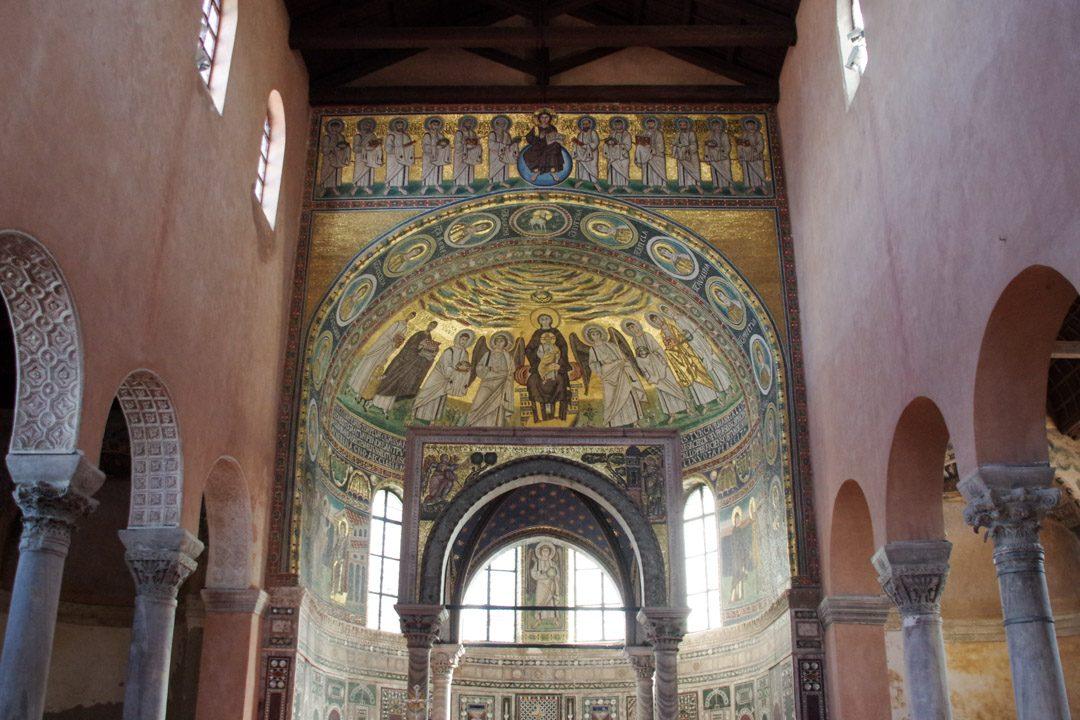 Intérieur de l'église de la basilique Euphrasienne à Porec