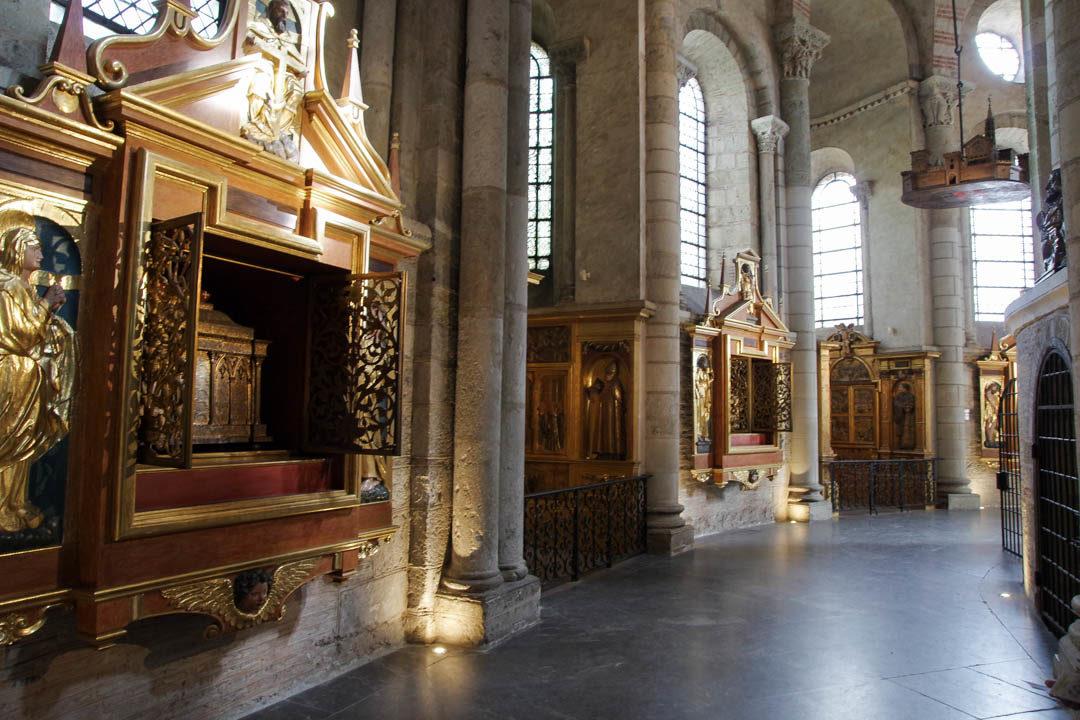 les reliques dans le Déambulatoire de la Basilique Saint Sernin