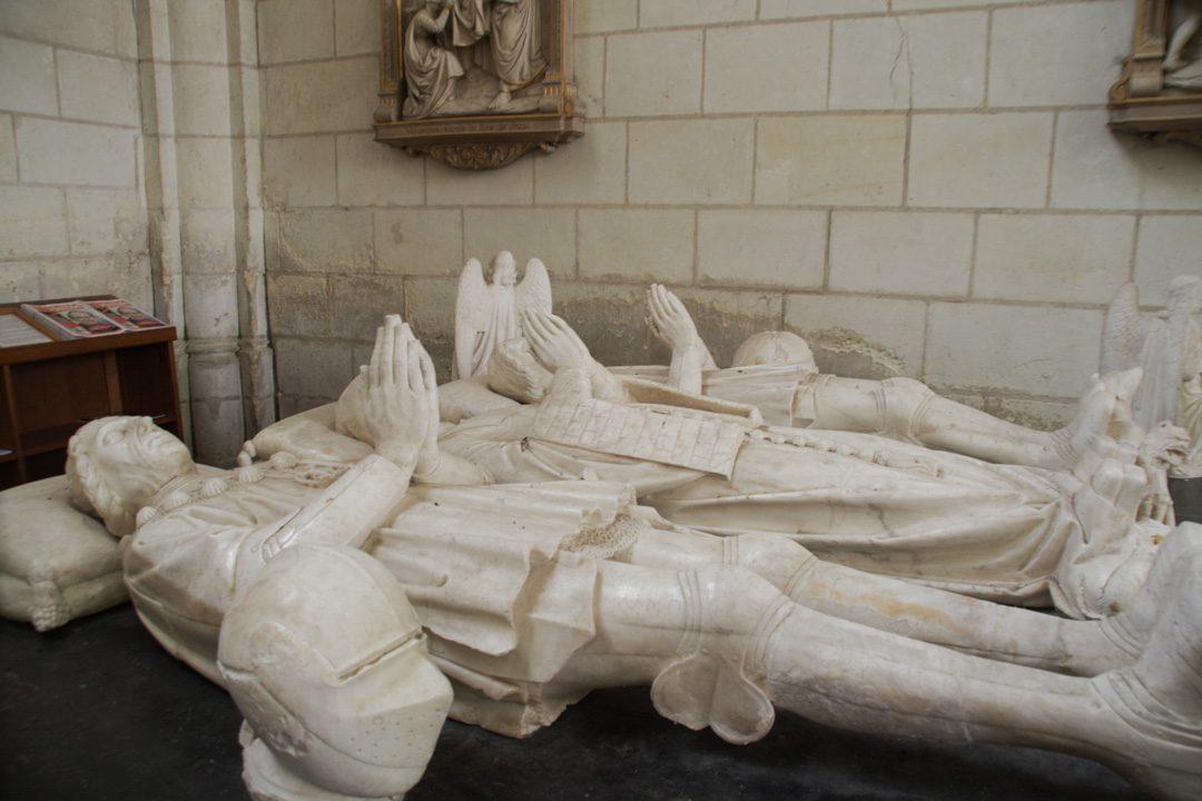 les gisants d'albatre de la collégiale de Montrésor