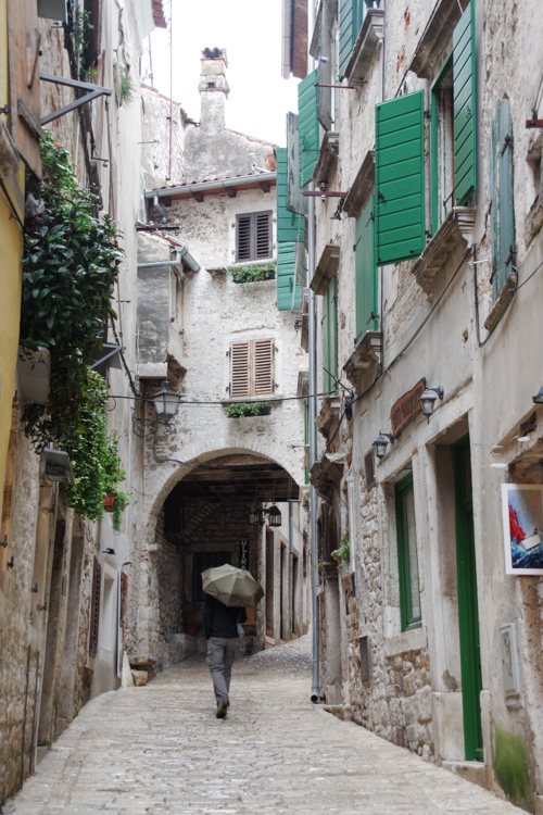 Petite rue du centre historique de Rovinj