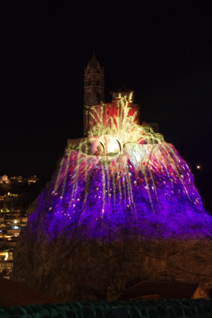 Le puy de lumiere - Rocher Saint-Michel d'Aiguilhe