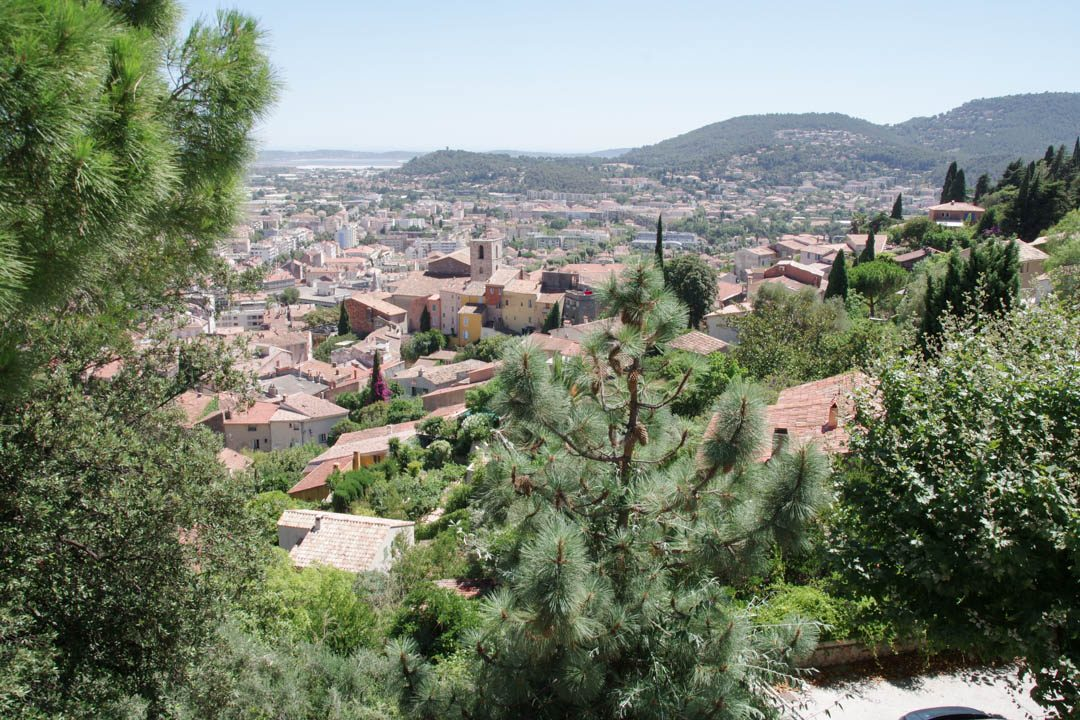 Vue sur le centre historique de Hyères depuis le Parc Saint Bernard