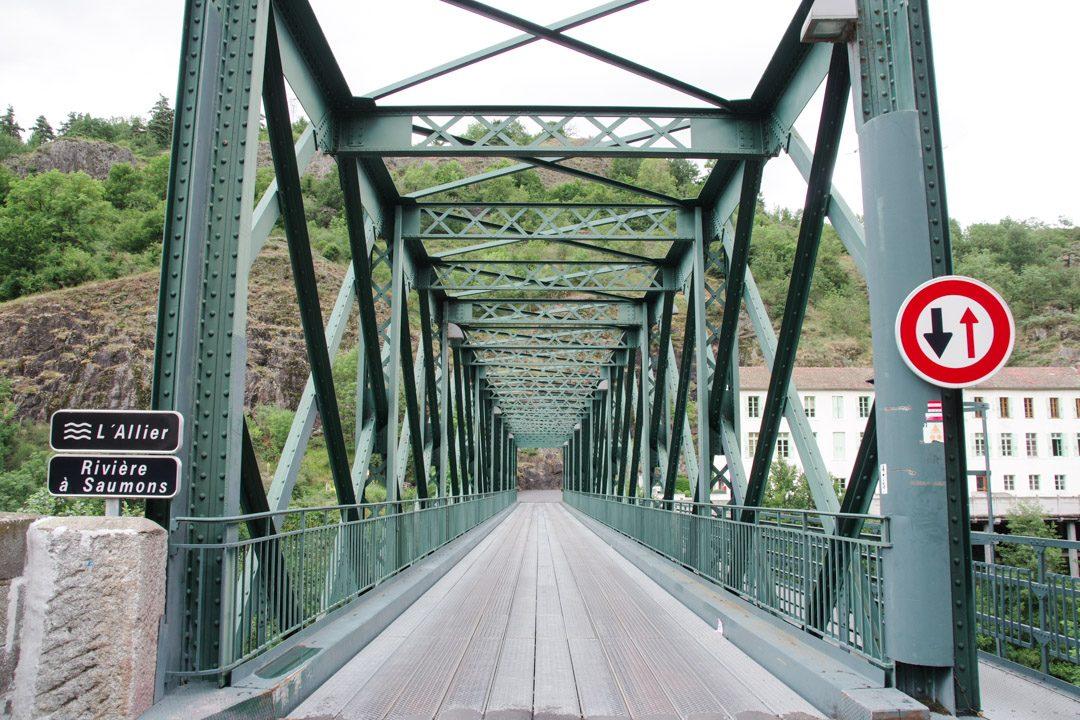 Pont sur l'Allier Rivière à Saumon