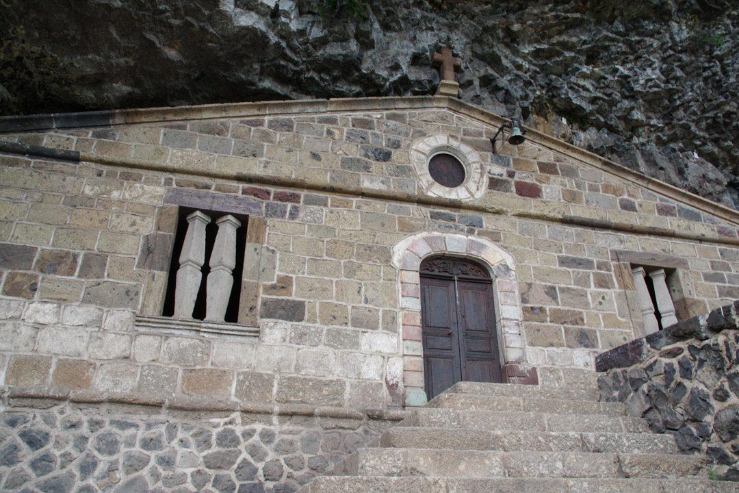 chapelle troglodyte sur les hauteurs de Monistrol