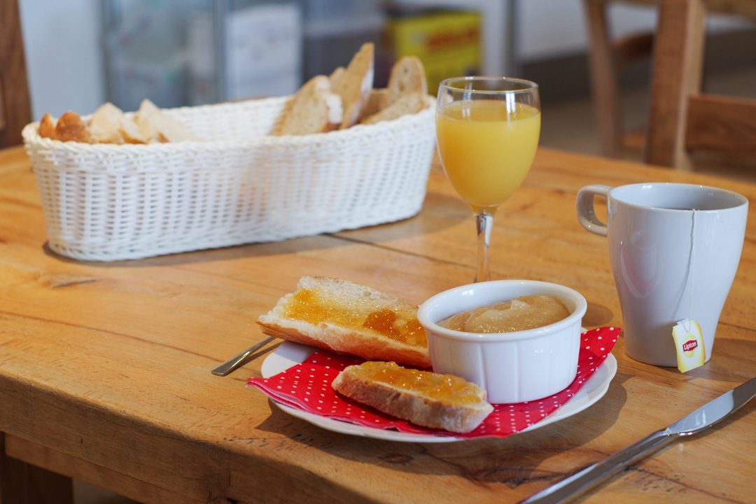 Petit déjeuner au gite La Cabourne à Saint Privat d'Allier