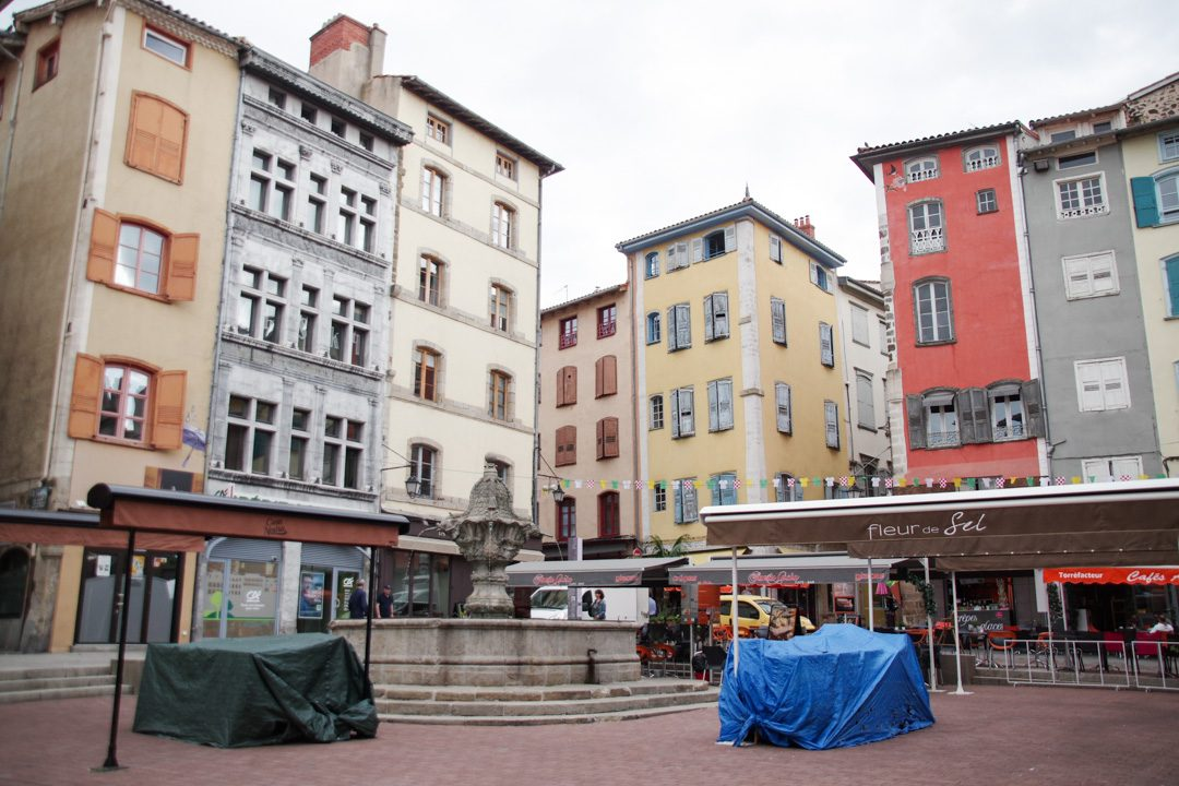 La place du Plot au Puy en Velay, point de départ du chemin de Compostelle