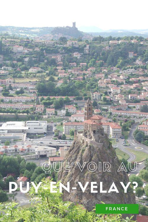 Que visiter au Puy en Velay, l'une des villes de départ du chemin de Saint Jacques de Compostelle ? Une cathédrale classée au patrimoine mondial de l'UNESCO, un spectacle son et lumière, une distillerie de verveine, il y a beaucoup de choses à voir !