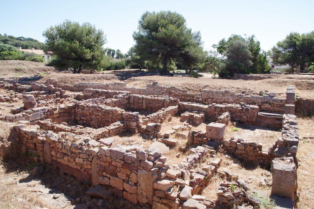 ruines d'un îlot d'habitations du site archéologique d'Olbia à Hyères