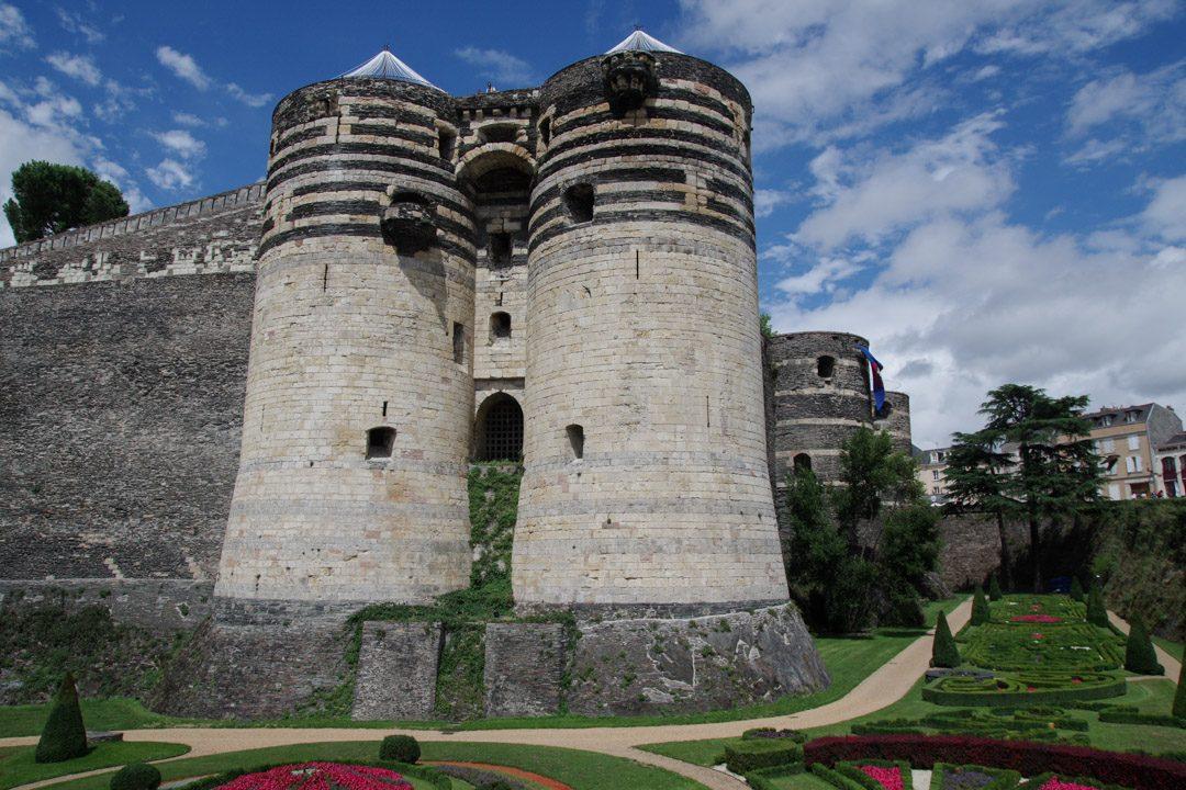 Vue sur la porte des champs du chateau d'Angers