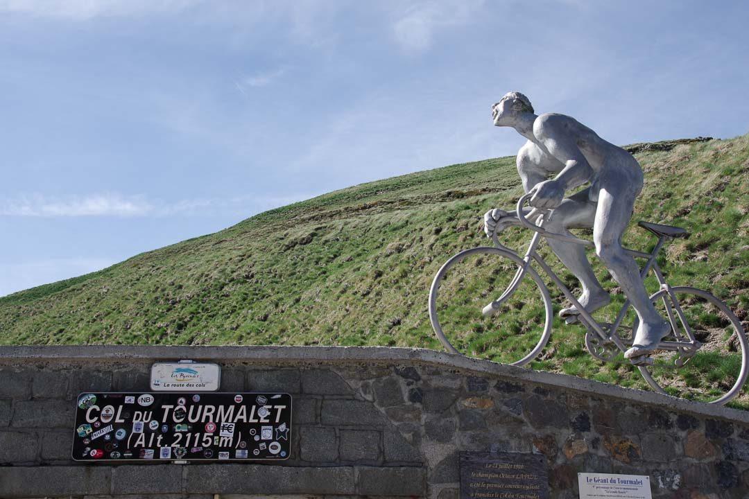 la statue de cycliste du col du Tourmalet