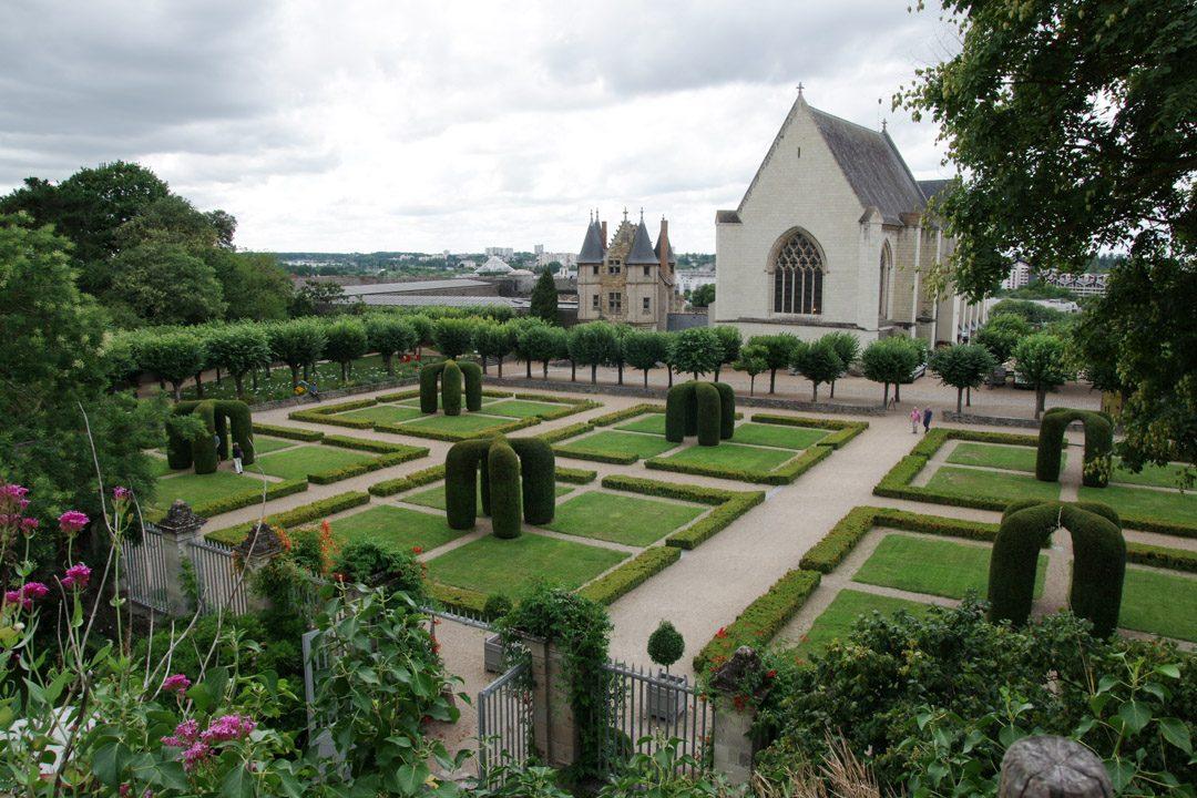 jardin de la cour intérieure du chateau d'Angers