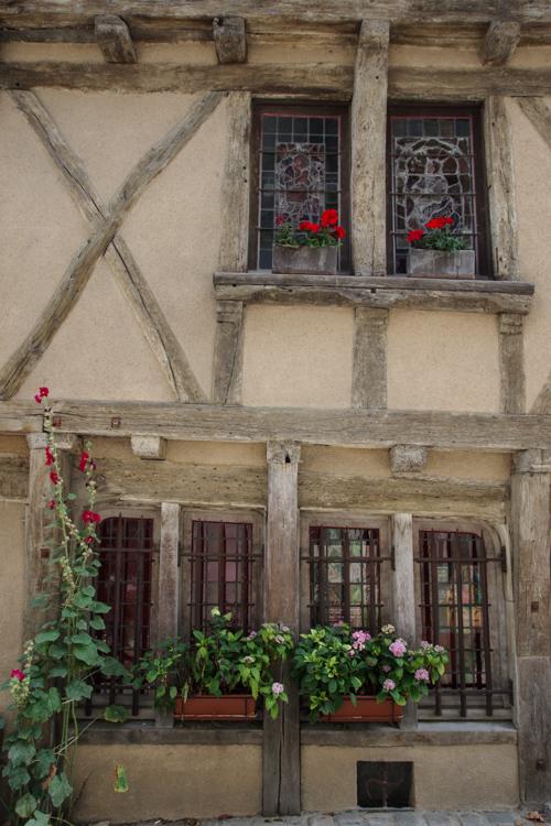 la plus vieille maison à colombage d'Angers