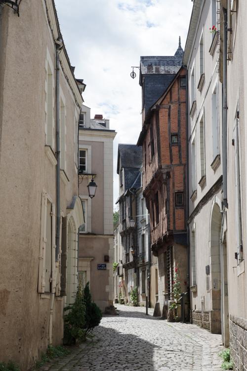 la Rue saint Aignant derrière le chateau d'Angers