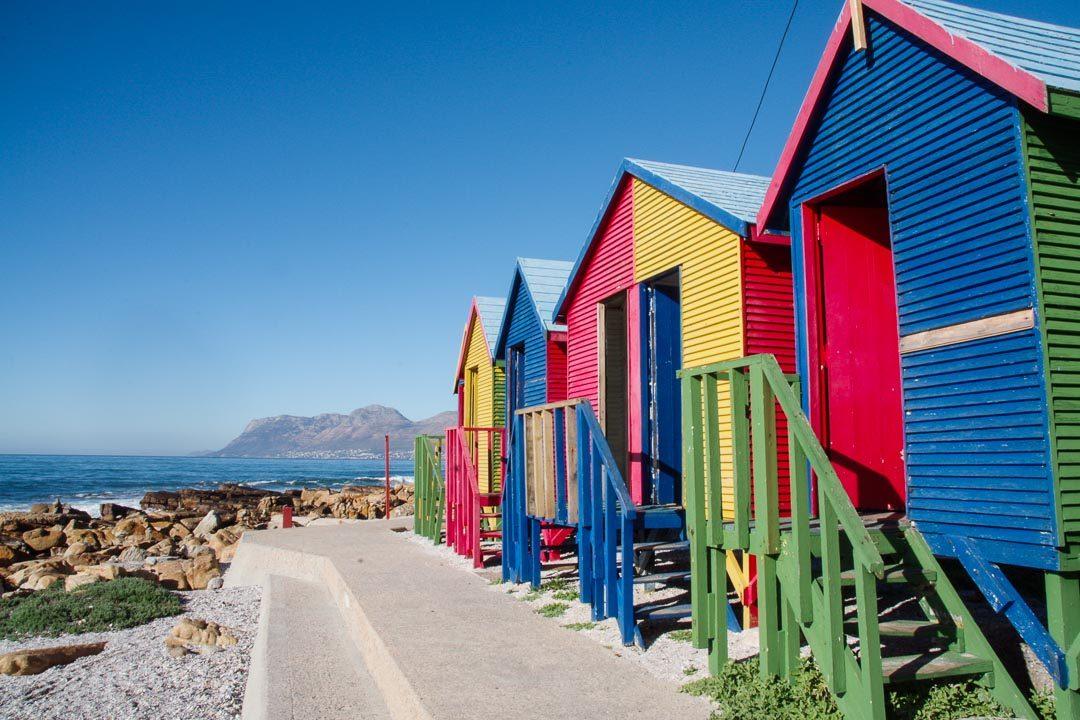 les cabines de plage colorées de Saint Jame Beach