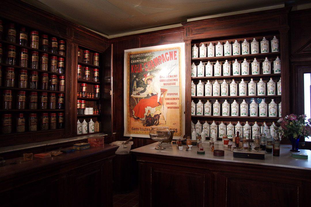 Ancienne pharmacie - musée de la Vie Bourguignonne
