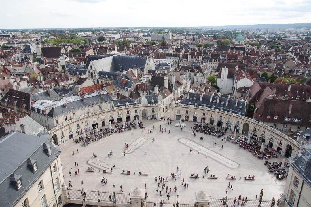 Vue sur la place de la Libération depuis la tour Philippe le Bon
