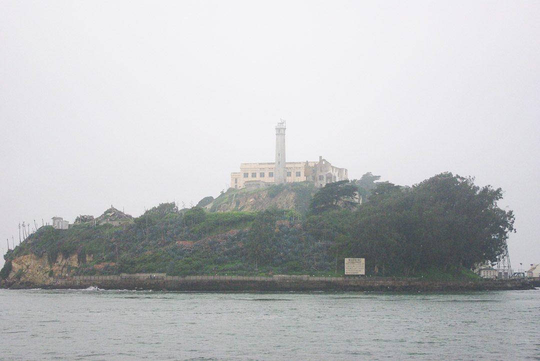 Alcatraz dans le Brouillard