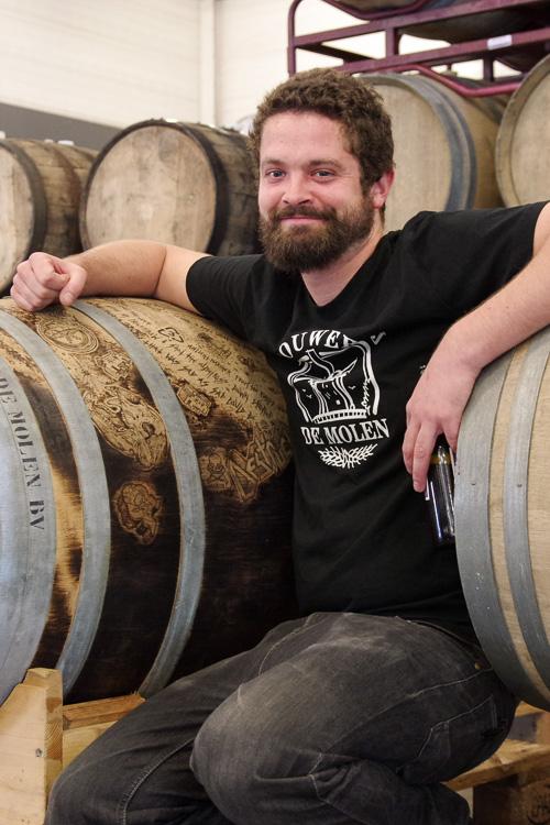 Un brasseur de la Brouwerij du Molen