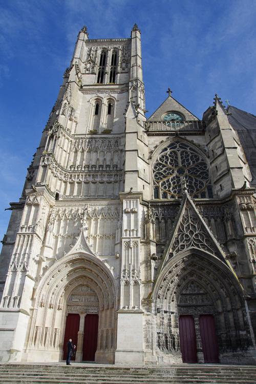 Facade principale de la cathedrale de Meaux