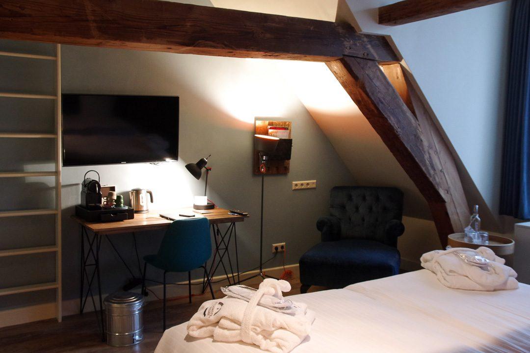 Le coin bureau de ma chambre au Stadshotel de Woerden