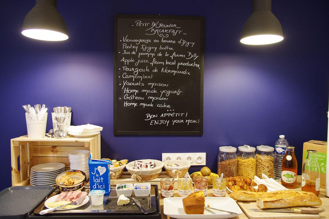 buffet petit déjeuner à l'hôtel de la Fontaine à Caen