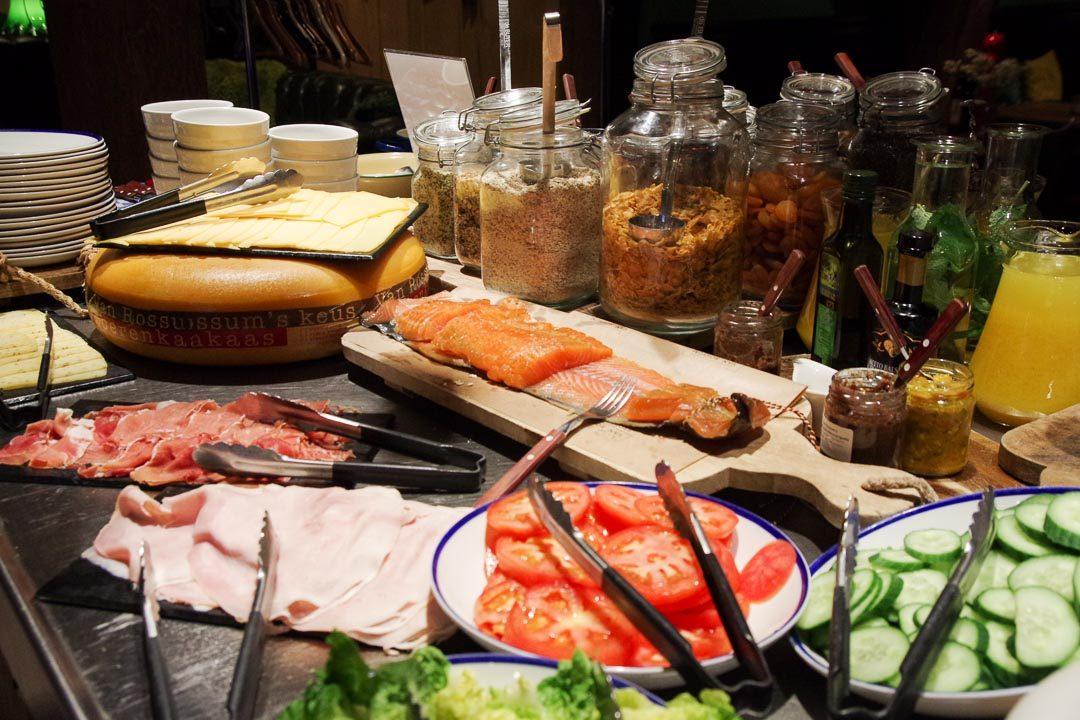 le buffet petit dejeuner du Stadshotel à Woerden