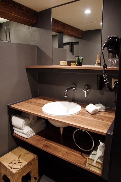 salle de bain de ma chambre au Stadshotel de Woerden