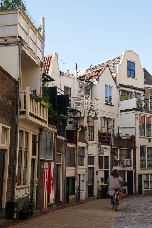 les rues derrière l'église Sint Janskerk
