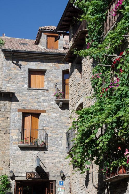 Ville d'Ainsa en Espagne
