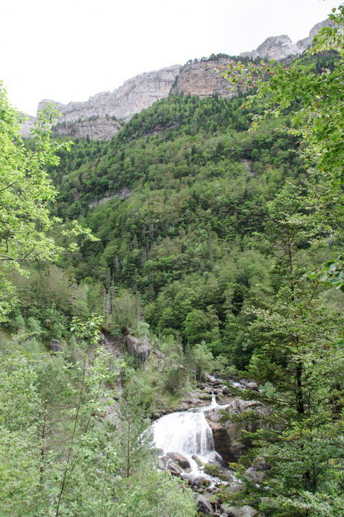 randonnée des cascades dans la vallée d'Ordesa