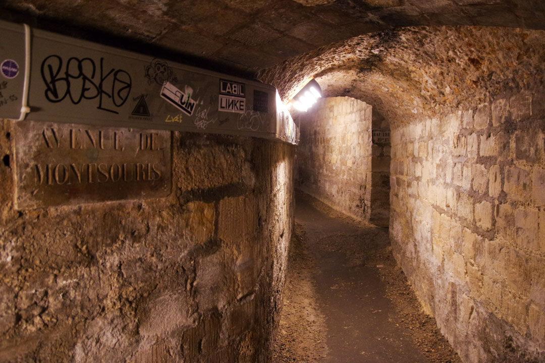 Galerie dans les catacombes de Paris