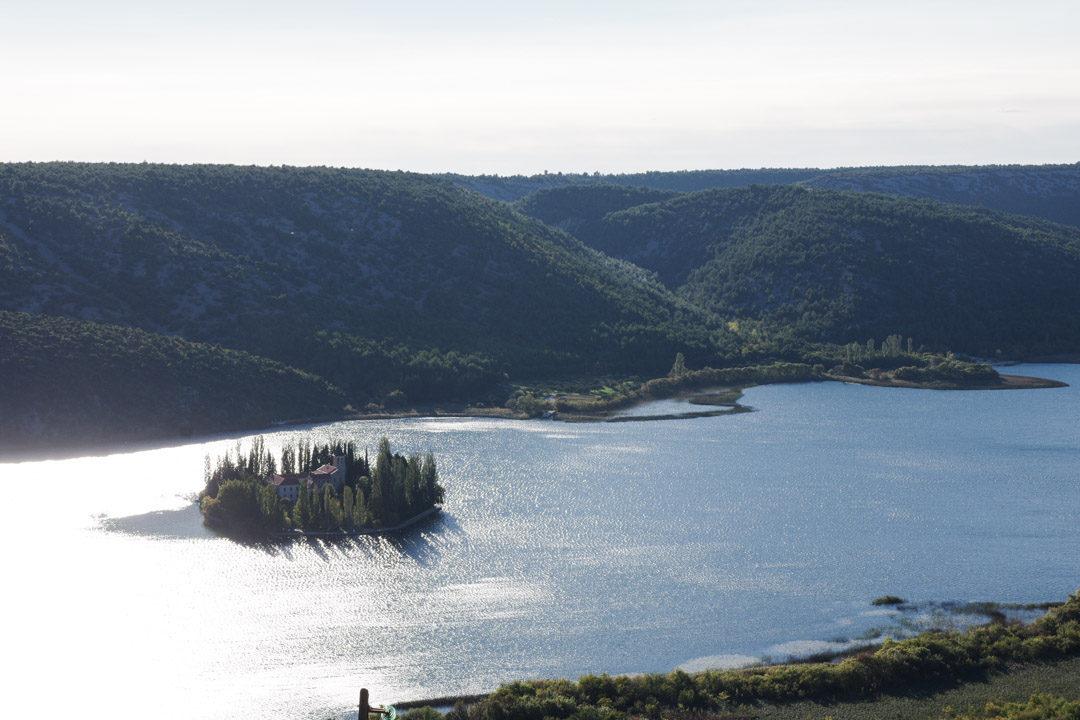 Ile de Visovac sur la rivière Krka