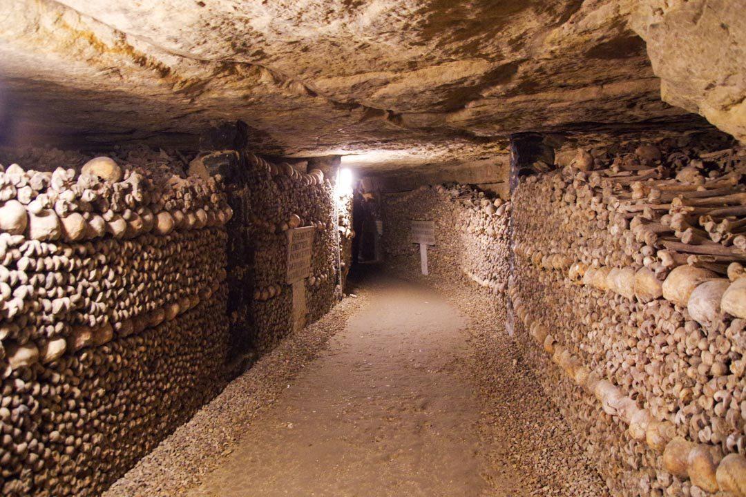Galeries bordées d'ossements - Catacombes de Paris