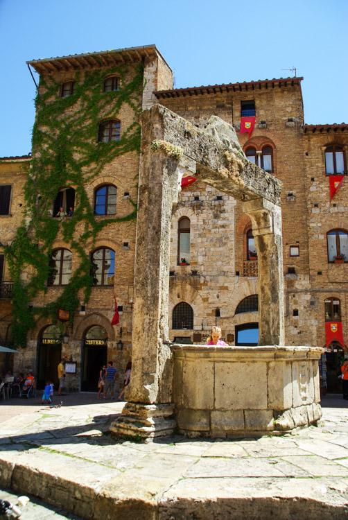 la piazza della Citerna - San Gimignano