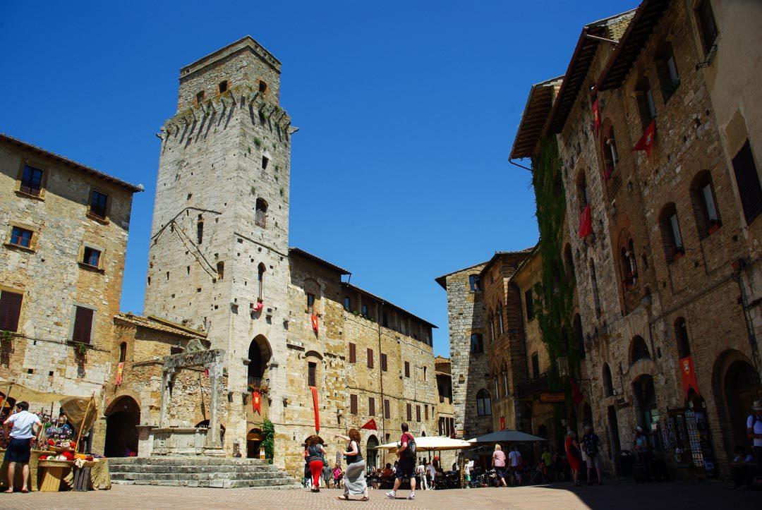 la place principale de San Gimignano