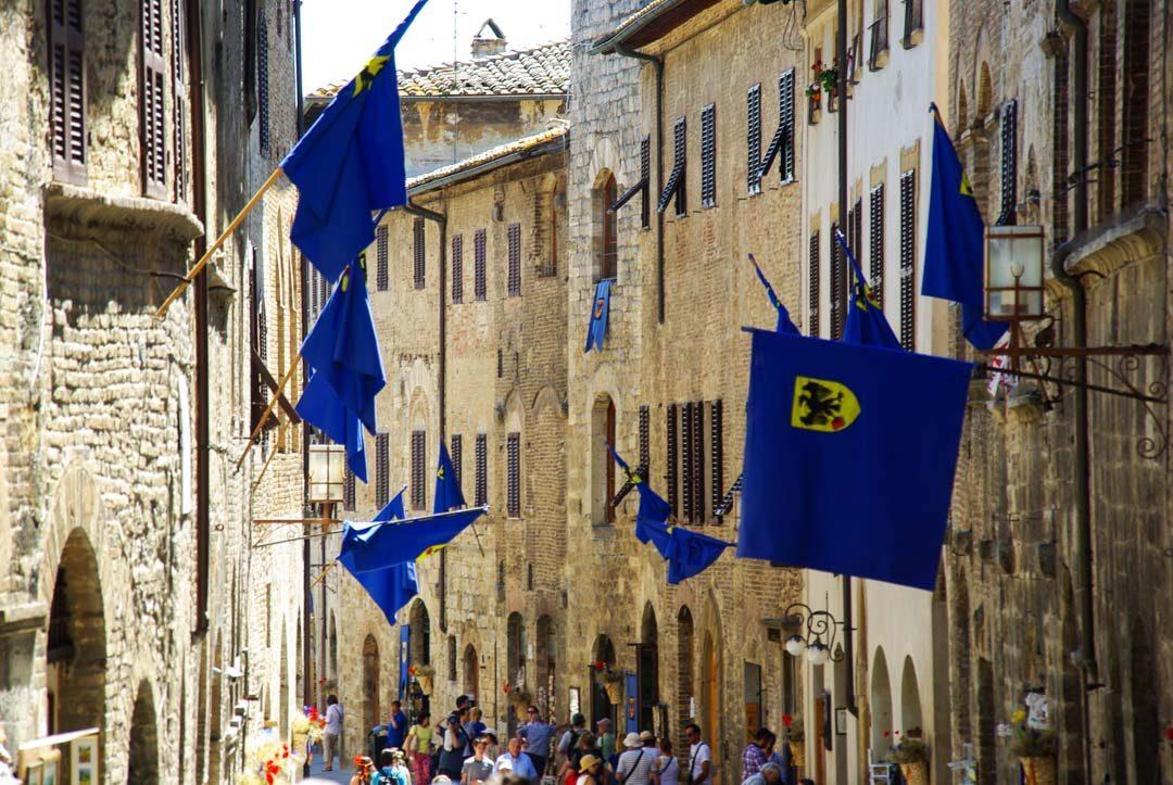 décoration médiévale des rues de San Giminiano