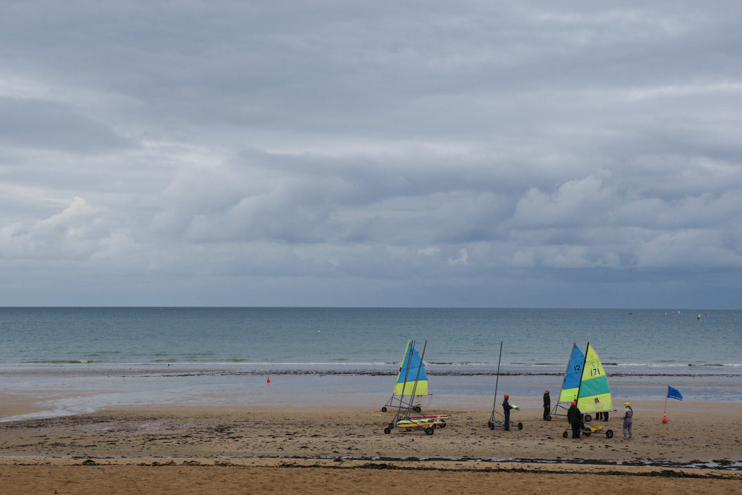 char à voile sur la plage de Ouistreham