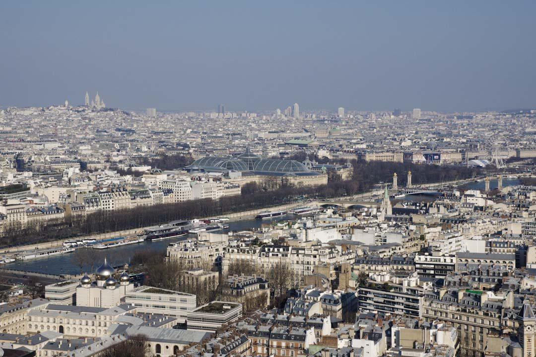 Vue sur Paris et le Grand Palais depuis la Tour Eiffel