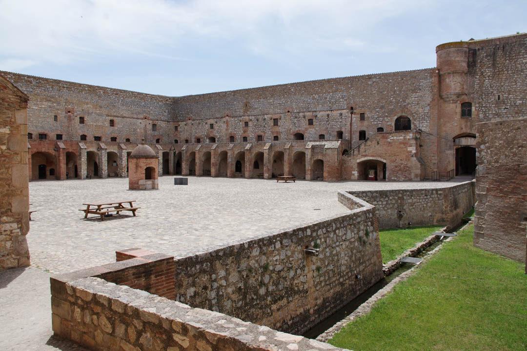 Place d'Armes de la Forteresse de Salses le Chateau