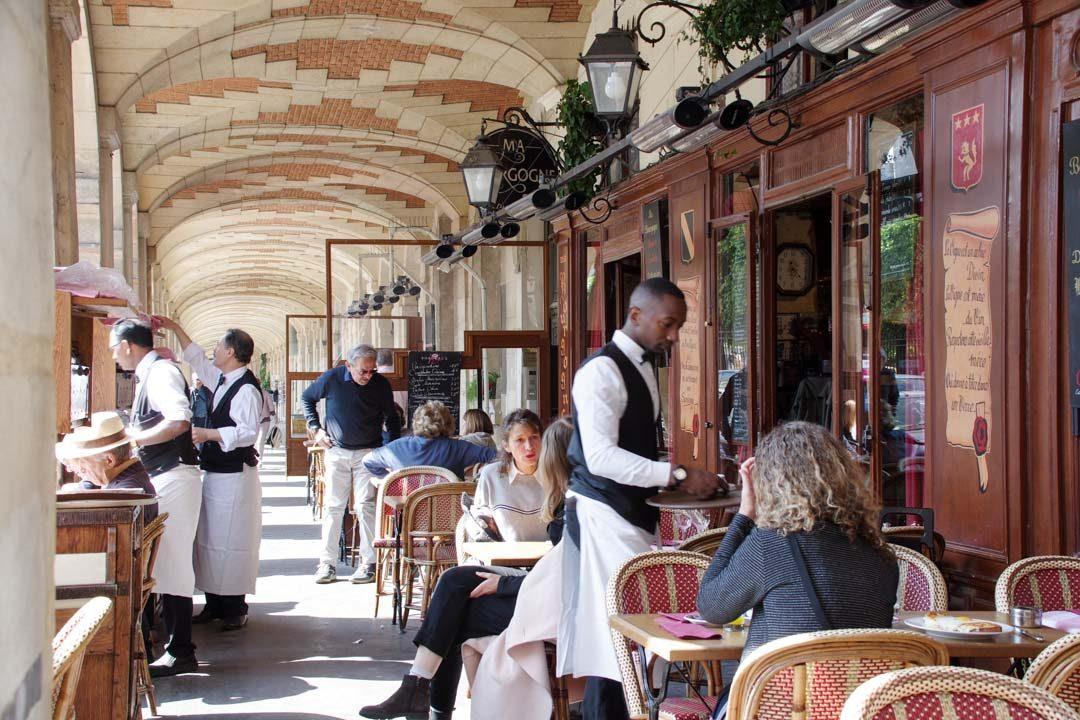 Cafe - Place des Vosges